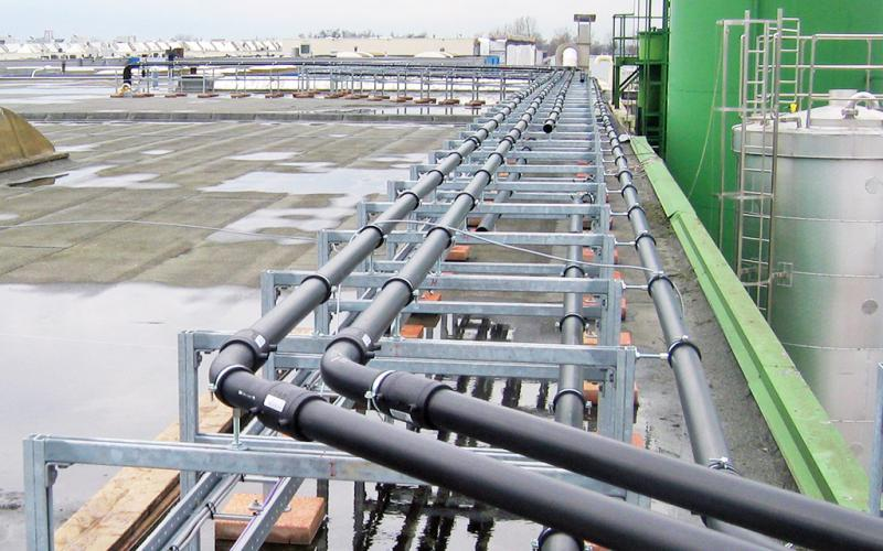 Pneumatic conveying of raw materials outside
